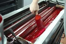 Inking_up_a_printing_press2